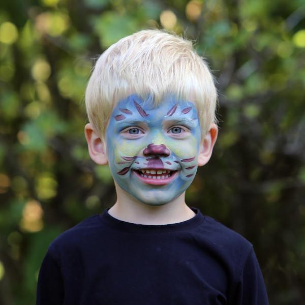 Olle målad som en blå katt